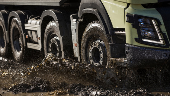 A lifted axle can reduce the turning radius by over a metre