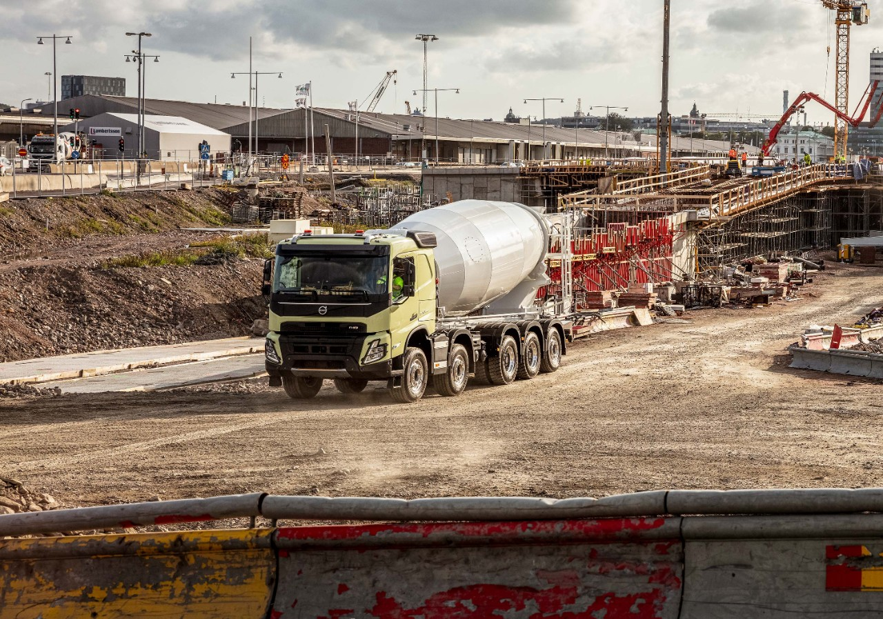 Get your Volvo FMX with up to five axles directly from the factory.